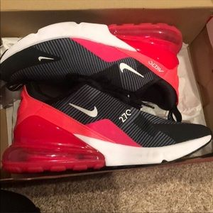 Nike Air Max 270 6.5 youth . More like an 8 in W